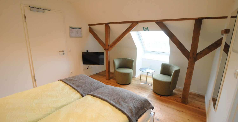 Wielen: kleine tweepersoonskamer met badkamer (douche)